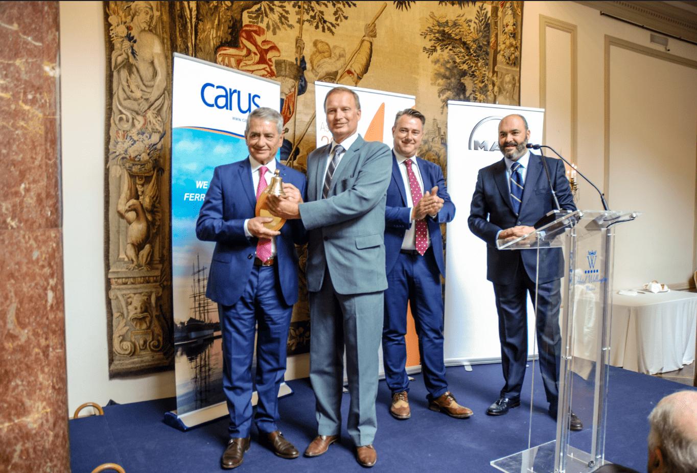 Antonio Armas recibe el premio comercial Carus Excellence Award 2018
