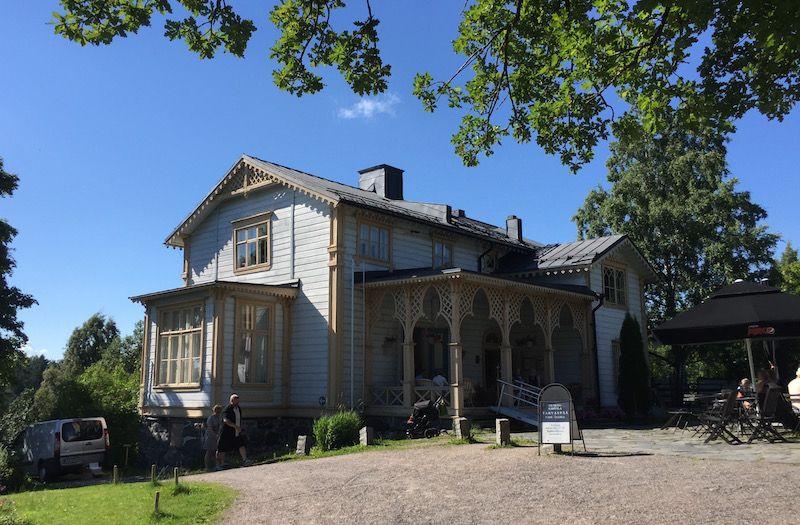 La casa contigua, hoy convertida en cafetería, fue la residencia del artista y su familia