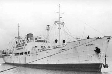 """El buque """"Alcácer"""", visto por la amura de estribor"""
