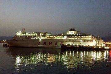 """El ferry """"Volcán del Teide"""", esta mañana, en el puerto de Santa Cruz de Tenerife"""