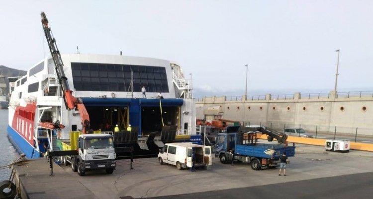 """El catamarán """"Express"""" permanecerá hoy en el puerto tinerfeño"""