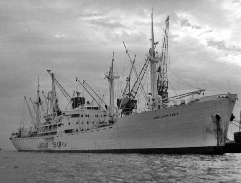 """El buque """"Cabo Santa Paula"""", atracado en el puerto de Génova"""