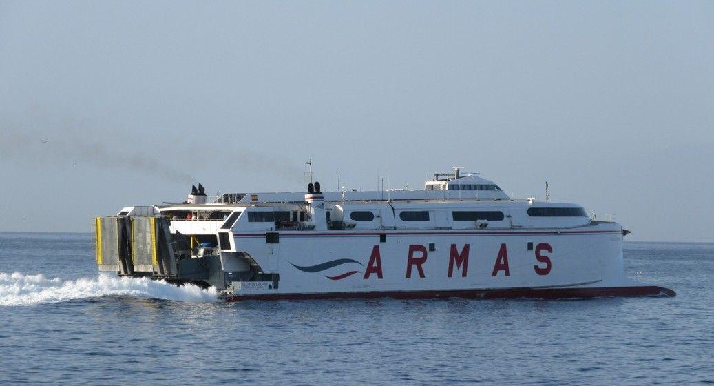 La resaca impide operar en el puerto de El Hierro