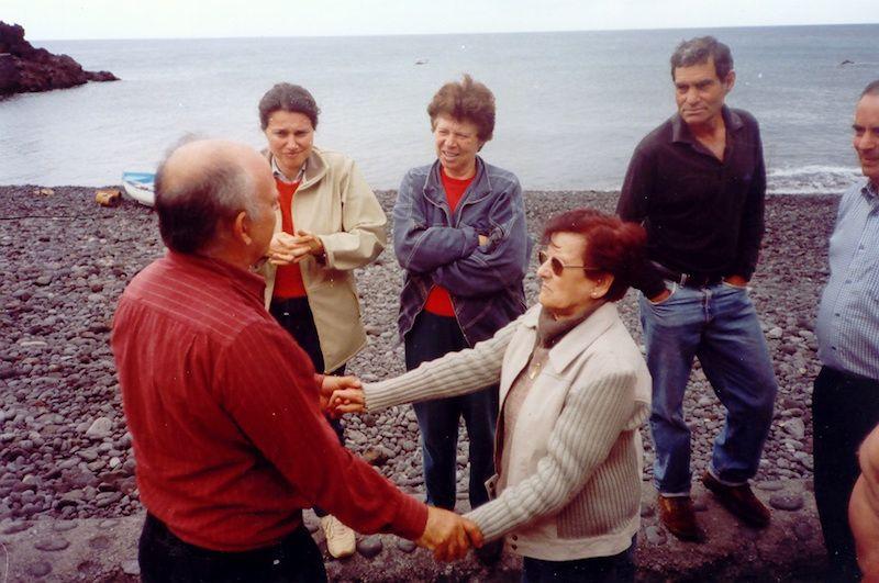 Emotivo encuentro del maestro nacional Pedro Pérez González y Blanca Hernández Ortega, viuda de Ángel Jaime Hernández de Paz