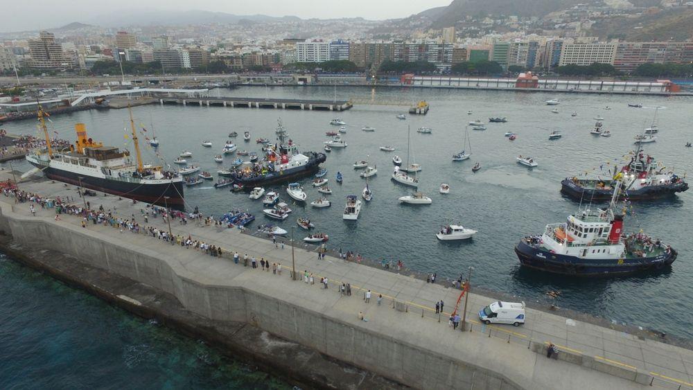 Panorámica de la procesión marítima en Samta Cruz de Tenerife (2017)