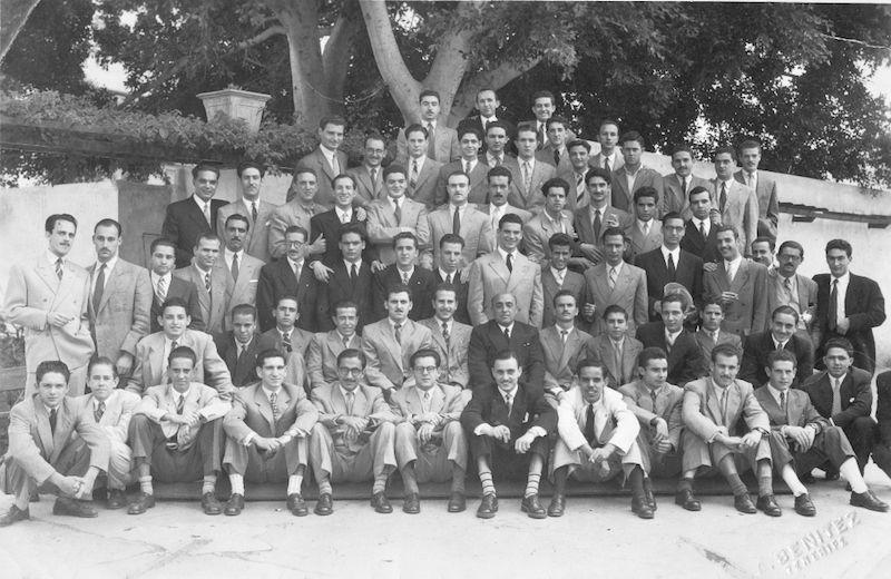 Grupo de profesores y alumnos de Náutica y Máquinas de la Escuela Oficial de Santa Cruz de Tenerife [1949-1950]