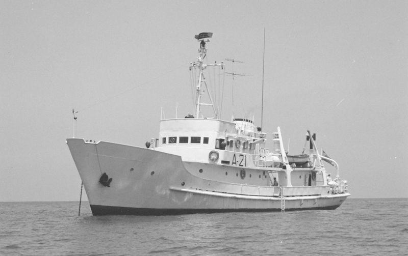 """Buque hidrográfico """"Cástor"""" (A-21), del que también fue segundo comandante"""