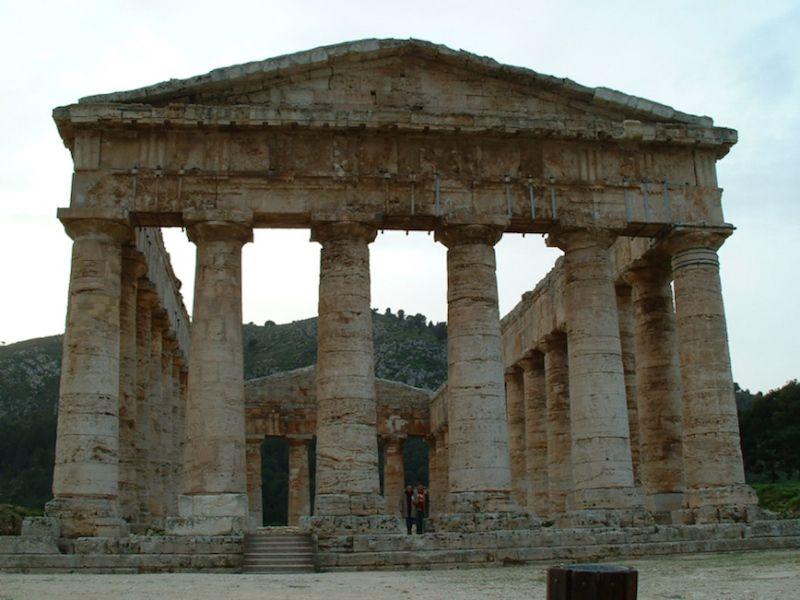 Es un edificio soberbio del siglo V a.C. y muy bien conservado