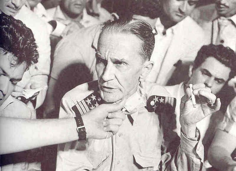 """Galvao habla con los periodistas a bordo del """"Santa María"""""""