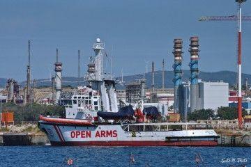 """El buque """"Open Arms"""", atracado en el muelle de la antigua Crinavis"""