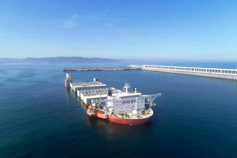"""La operación tiene como protagonista al buque semisumergible """"Blue Marlin"""""""