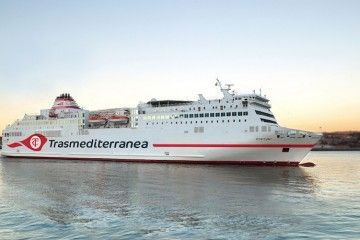 El gallardete centenario de Trasmediterránea recupera identidad en la nueva imagen corporativa