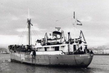 """El buque """"Barreras Puente"""", en el puerto de Santander"""