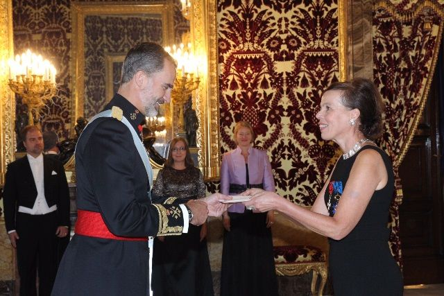 La embajadora de Finlandia en España, Tiina Jortika-Laitinen, presenta sus cartas credenciales ante el rey Felipe VI