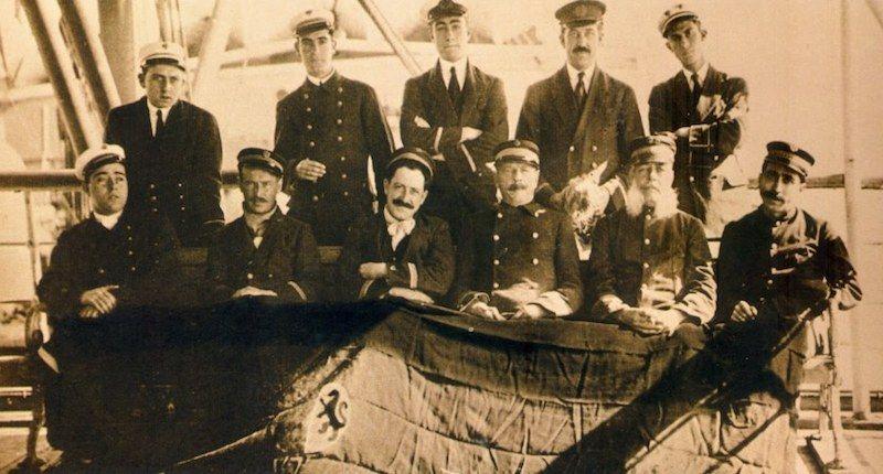 """Grupo de oficiales del trasatlántico español """"Valbanera"""""""