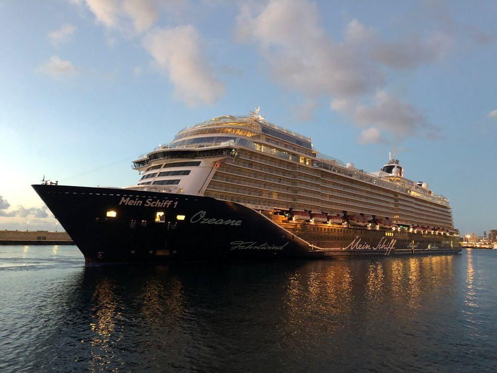 """El buque """"Mein Schiff 1"""", esta mañana, a su llegada a Santa Cruz de Tenerife"""