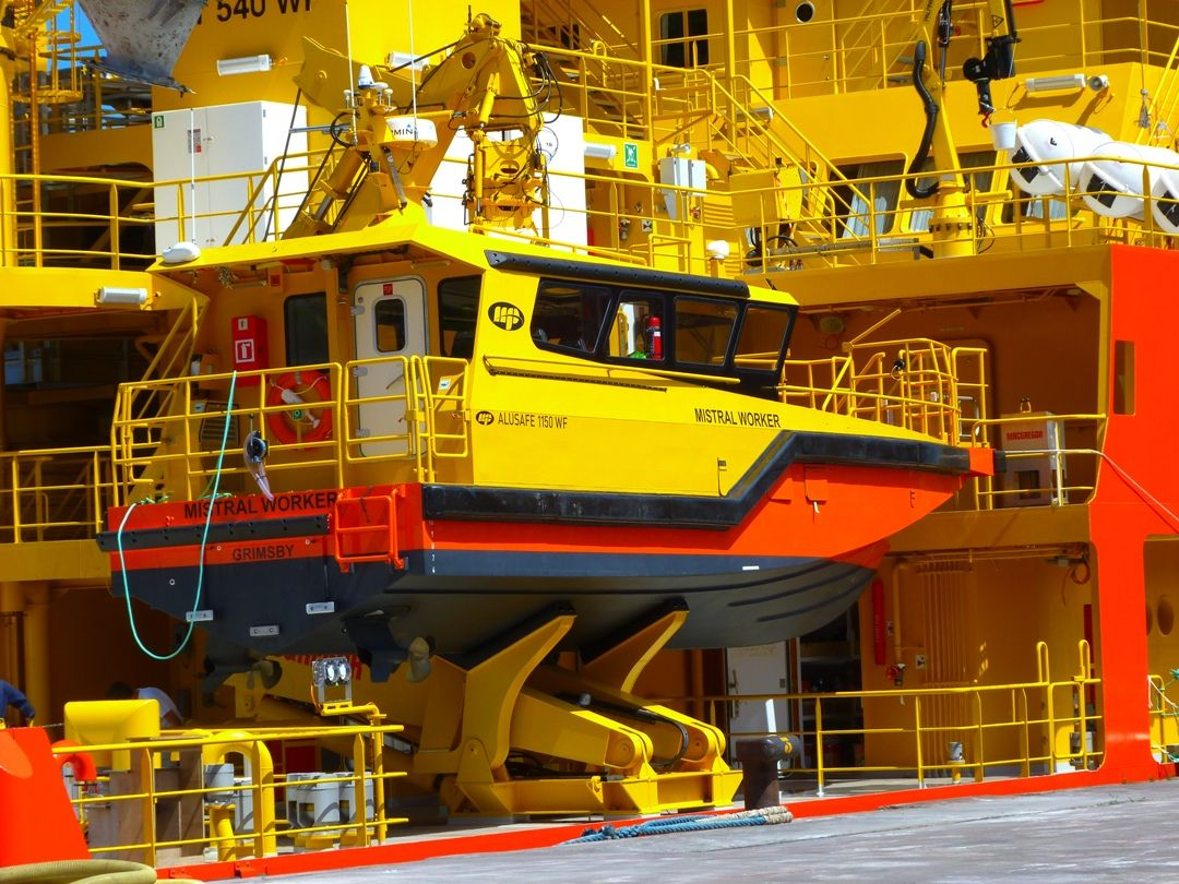 Esta es la embarcación auxiliar de 11 m de eslora