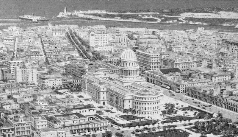 Panorámica de la ciudad de La Habana. En primer término, el Capitolio