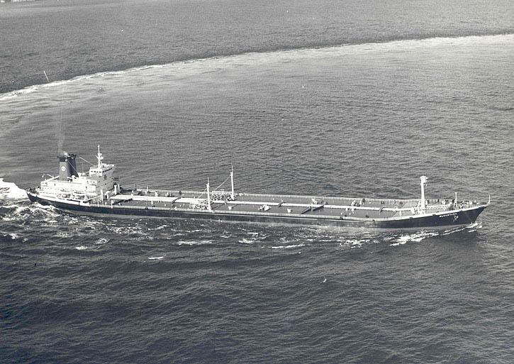"""El petrolero """"Alcántara"""", en sus pruebas de mar"""