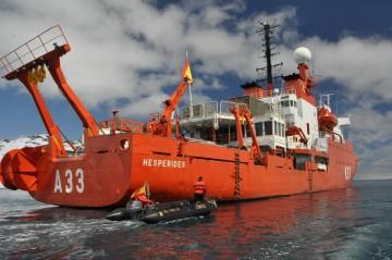 """El BIO """"Hespérides"""" navega rumbo a la Antártida en su XXI Campaña"""