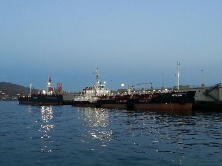 """Las barcazas """"Petrobay"""" y """"Spabunker 61"""" aseguran el servicio de """"bunkering"""""""