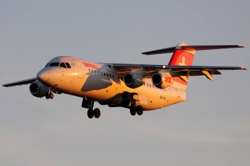 Bonito encuadre de este avión BAe 146 Avro, con las primeras luces del día