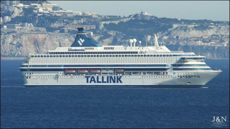 """El buque """"Silja Europa"""", fondeado hoy en la bahía de Algeciras"""