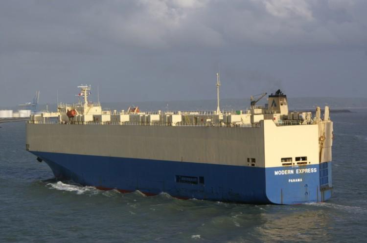 """El buque """"Modern Express"""" ha sido evacuado y se encuentra en situación comprometida"""