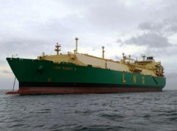 """El buque """"LNG Bonny II"""", visto por la amura de babor"""