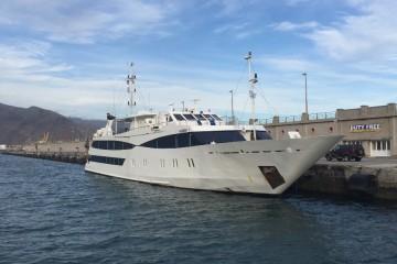 """El yate griego """"Harmony V"""", esta tarde, en el puerto de Santa Cruz de Tenerife"""
