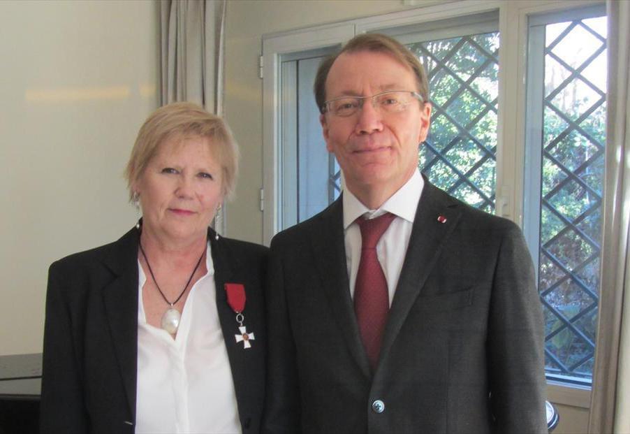 Eva Hannikainen y el embajador Roberto Tanzi-Albi
