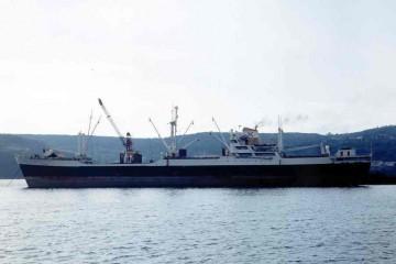 """El buque """"Luchana"""", visto en toda su eslora por la banda de babor"""