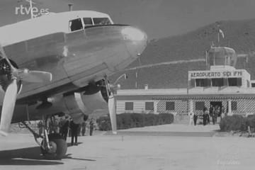 Douglas DC-3 de Iberia en el aeropuerto de Sidi-Ifni