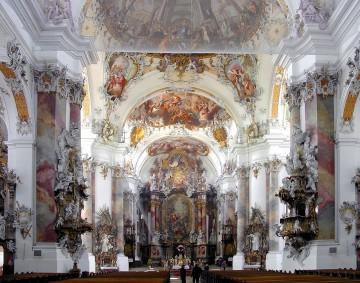 Basílica de Ottobeuren (Baviera). Los espacios arquitectónicos confluyen y se dispersan, como si tomasen vida