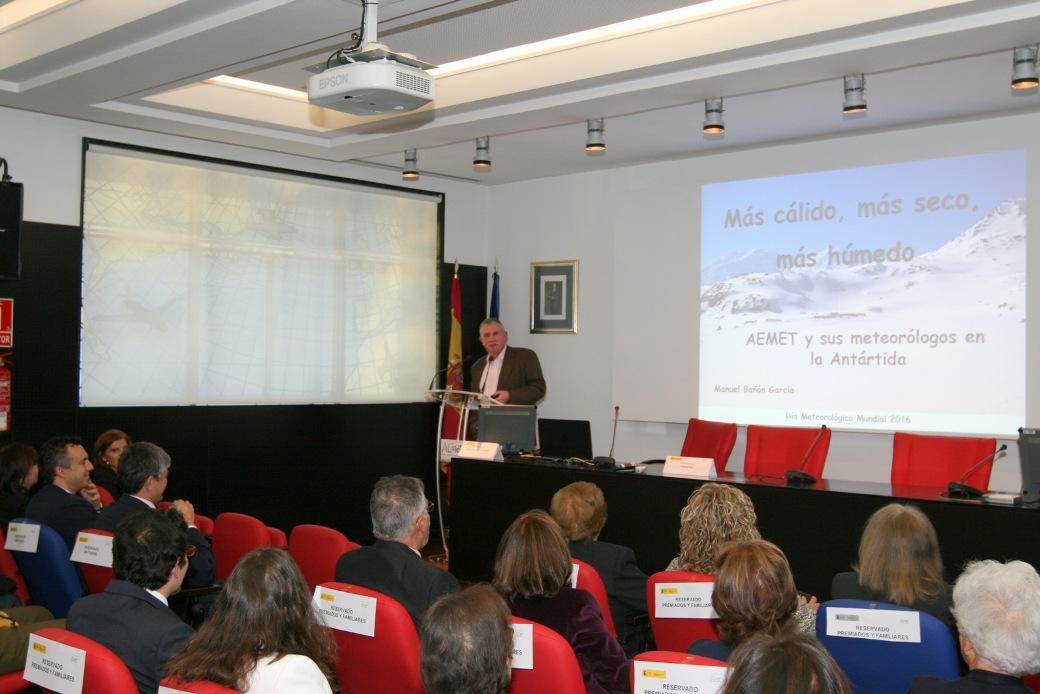 El meteorólogo Manuel Bañón García, en su conferencia