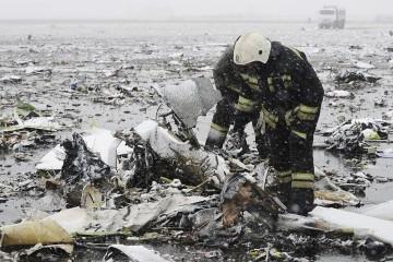Al estrellarse se produjo una explosión y la desintegración de la aeronave