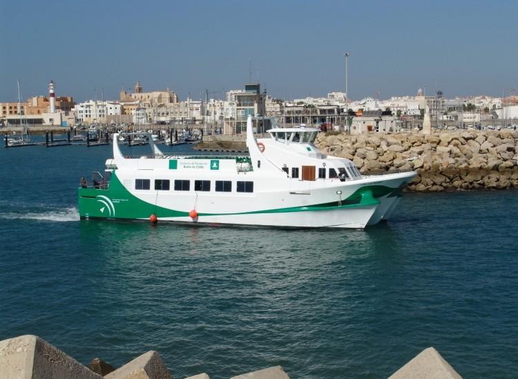 """El buque """"Bahía de Cádiz Primero"""" zarpa del puerto de Rota"""