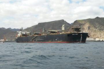 """Estampa marinera del buque """"Dyna Pure"""", visto por la amura de estribor"""