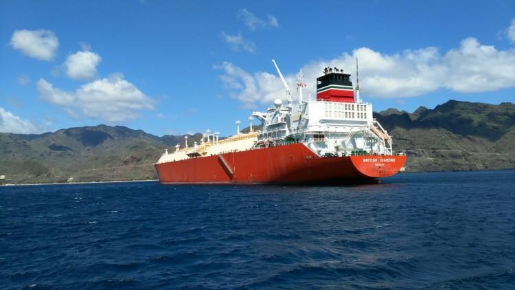 "El buque metanero ""British Diamond"", fondeado en Santa Cruz de Tenerife"