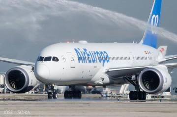 Llegada del primer Boeing B-787 de Air Europa a Madrid