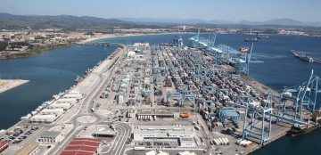 Panorámica aérea de la gran terminal de contenedores del puerto de Algeciras
