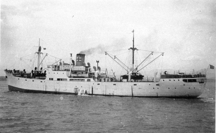 """El buque """"Tajo"""", visto en toda su eslora por la banda de babor"""