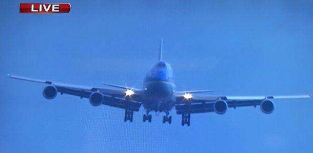 El avión presidencial Air Force One, en corta final a su llegada a Cuba