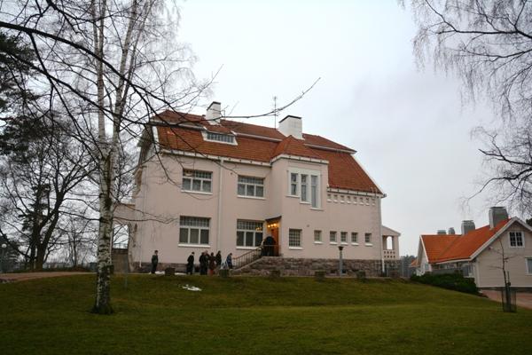 Tamminiemi está situada en el distrito de Meilahti, en las afueras de Helsink