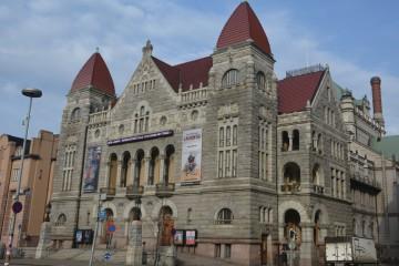 Fachada principal del Teatro Nacional Finlandés