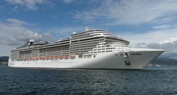 """Imponente imagen del megacrucero """"MSC Splendida"""", a su llegada al puerto de Vigo"""