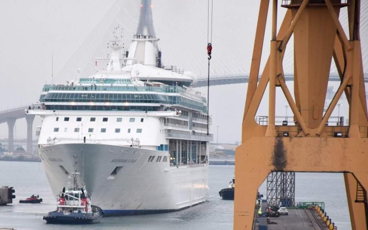 """Maniobra de entrada en dique del buque """"Splendour of the Seas"""""""