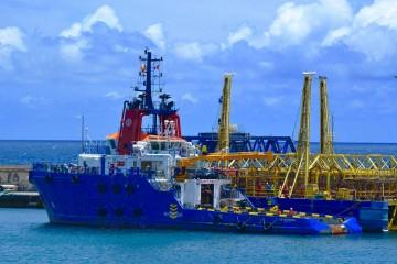 """El remolcador """"VB Hispania"""", atracado en el puerto de Santa Cruz de Tenerife"""