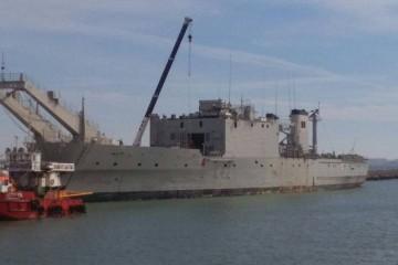 """Es visible el desguace de las cubiertas superiores del buque """"Pizarro"""""""