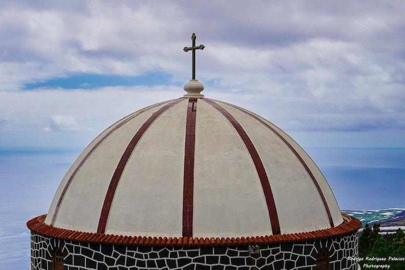 La cúpula constituye el elemento arquitectónico más llamativo de su construcción